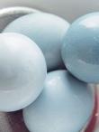 Pasidaryk pats: dangaus mėlynumo kiaušiniai Velykų stalui