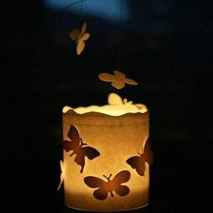 Pasidaryk pats: žvakidė su šokančiais drugeliais